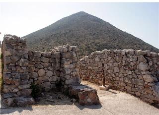 микенская пирамида сара, вид из акрополя содержит все элементы энергетического комплекса