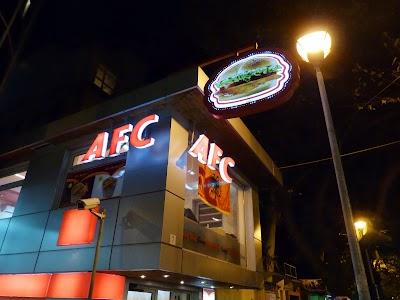 Obiective turistice Tirana: Albanian Fried Chicken