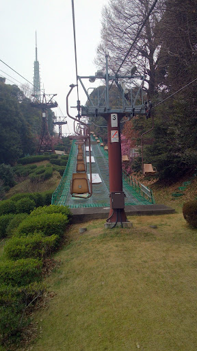 [写真]松山城へ登るリフト