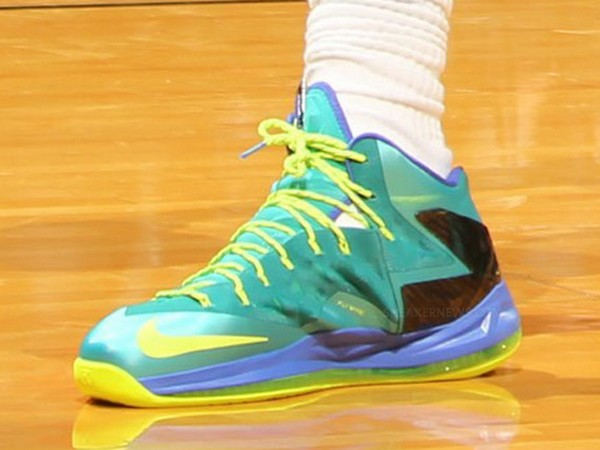 Closer Look at LBJ8217s X PS Elite 8220Sport TurquoiseVoltViolet Force8221  ... 3cc19a1f0d75