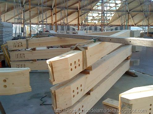 Cúpula de madera laminada y kerto