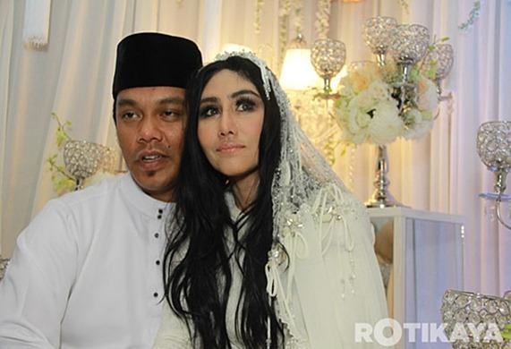 Gambar Pernikahan Ella dan Azhar Ghazali