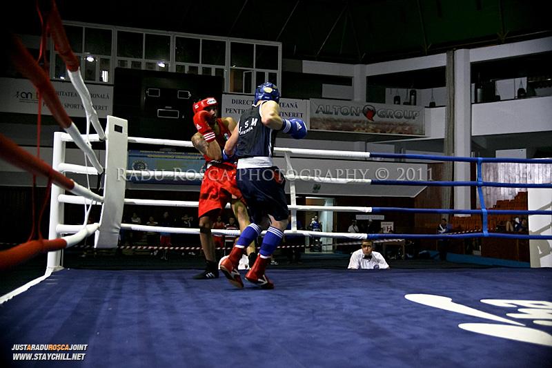 Doi pugilisti boxeaza miercuri, in cadrul Campionatului National de Box ce se desfasoara in Sala Sporturilor din Targu Mures in perioada 27 iunie - 2 iulie 2011