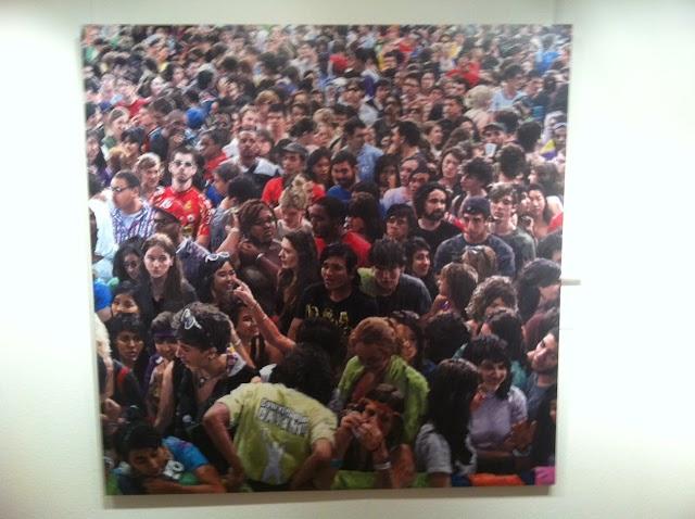 El pintor Javier Váquez exposa les seves pintures de masses a la Sala Parés