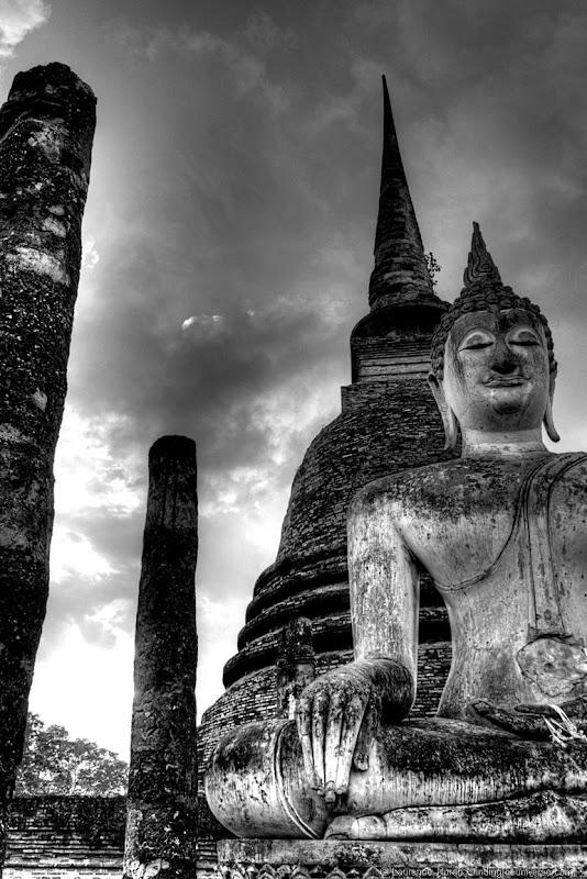 Buddha black and white Sukhothai