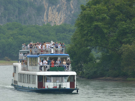 Excursie in China: Vapoare cu turisti la Guilin