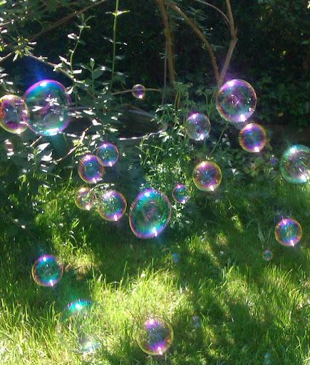 Frau frieda seifenblasen for Seifenblasen auf englisch