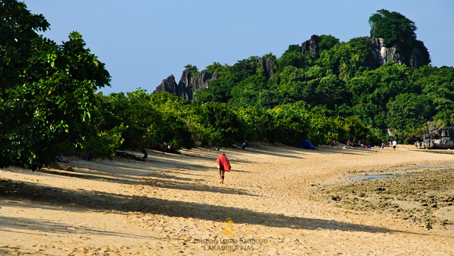 Walking the Stretch of Bagieng Island's Beach in Caramoan