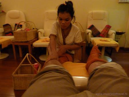 27. masaj reflexoterapie Laos.JPG