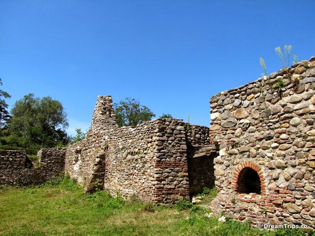 ruinele caselor domneşti - Curtea de Argeș