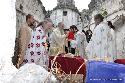 МИТРОПОЛИТ АМФИЛОХИЈЕ СЛУЖИО У ЦРМНИЧКОМ СЕЛУ ГОДИЊЕ