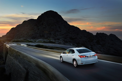 2014-Toyota-Corolla-21.jpg