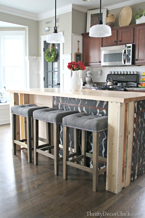 decorative supports under island countertop