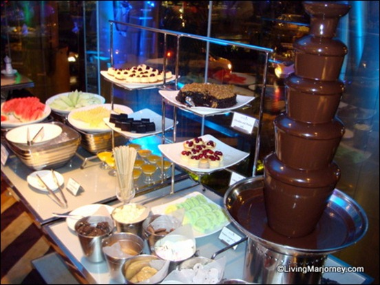 Acaci Restaurant: Dessert Station Chocolate Fondue Fountain