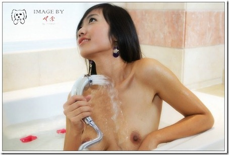 Little Hot Chinese Girl Naked in Studio Shots (18)