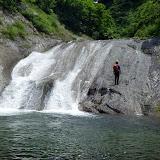 乾いていたら登れそうなナメ滝だが、今回はぬめっておりパス