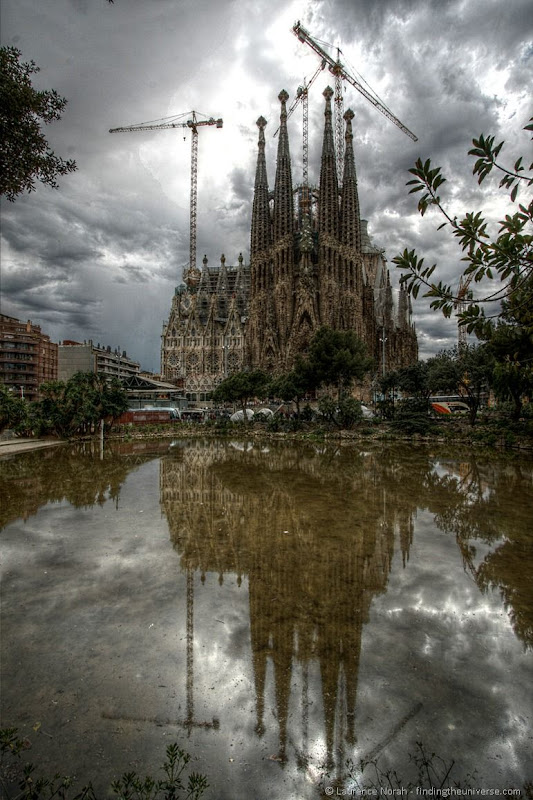 Sagrada Familia outside reflection 3