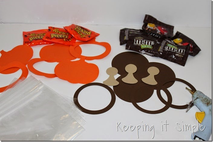 Easy Thanksgiving Candy Pouches (2)