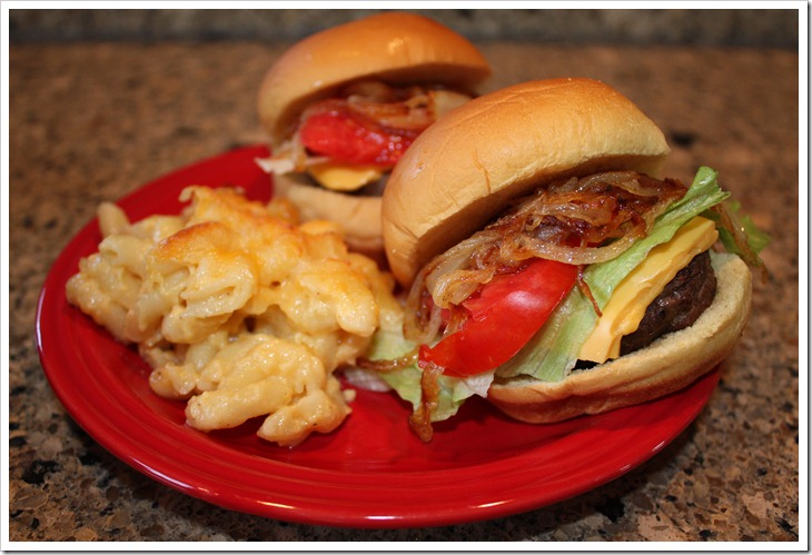Sliders with Mac n'Cheese