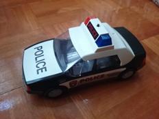 foto mobil polisi mainan hasil kamera Sony Xperia Z2