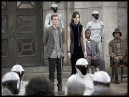 catching-fire-katniss-peeta-nov-2013-1