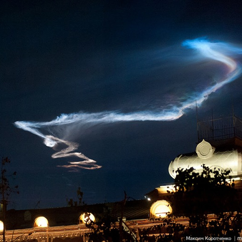 Ghostly Missile Vapor Trail Over Russia