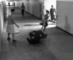 Vidéo- Moscou :  Elle récupère son téléphone à la Chuck Norris! dans monde moscou+femme+agress%C3%A9e+dans+le+m%C3%A9tro