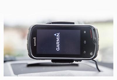 Garmin Monterra in der Autohalterung beim Einschalten
