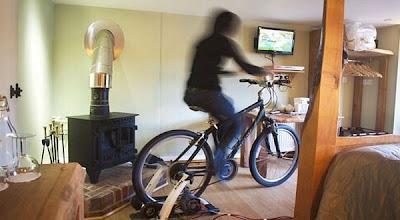 Televisi Unik Yang Menggunakan Tenaga Sepeda [ www.BlogApaAja.com ]