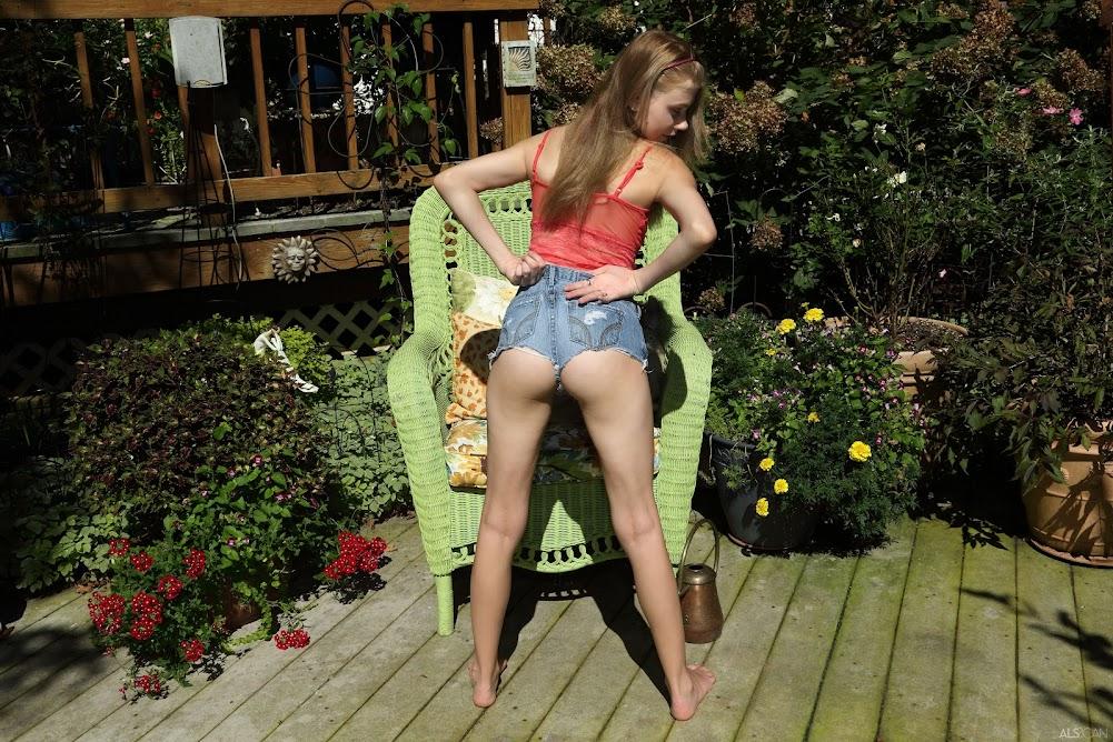 [Nakety] Hannah Hays - Pollinating