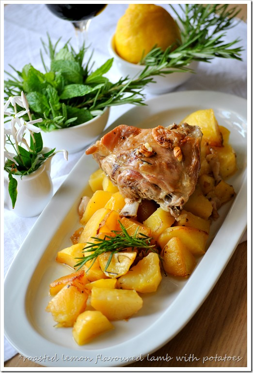 Λεμονάτο κατσικάκι με μελωμένες πατατούλες στο φούρνο