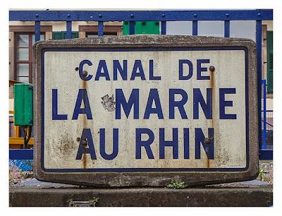 Radtour von Saarbrücken nach Straßburg: Schild am Rhein-Marne-Kanal