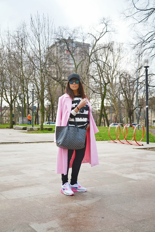 pink-coat-must-have-street-style-outfit-mfw-goyard