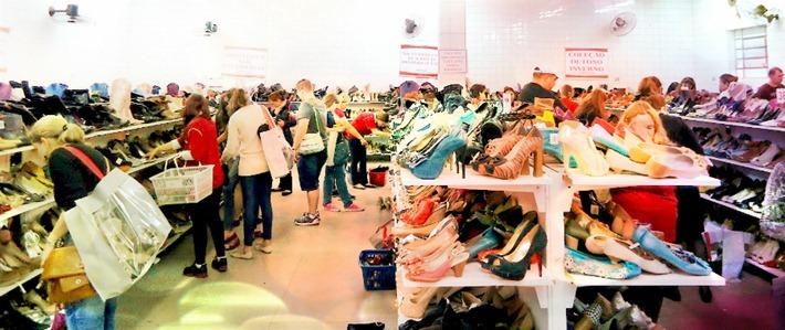 f58f3f52d feira-barateira-calcados-curitba1. a barateira andaraki feira sapatos  calçados curitiba preços promocao 2011