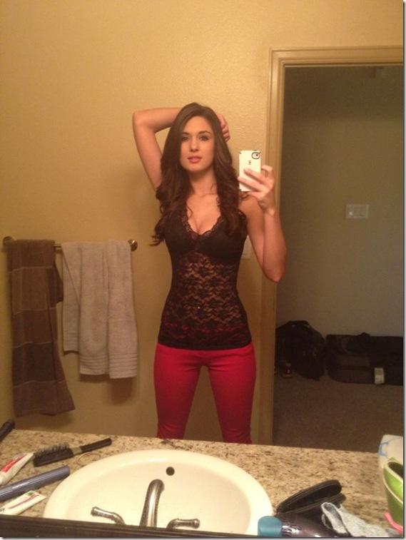 Danielle Burt Uses Her iPhone Camera Properly [6 Photos] Danielle Burt