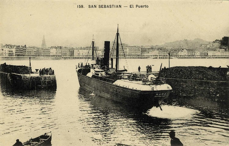 Salida del puerto de San Sebastian del vapor RUDA. Seguramente en el periodo de armamento de Ezaudi. Foto de la web gureguipuzcoa.net.jpg