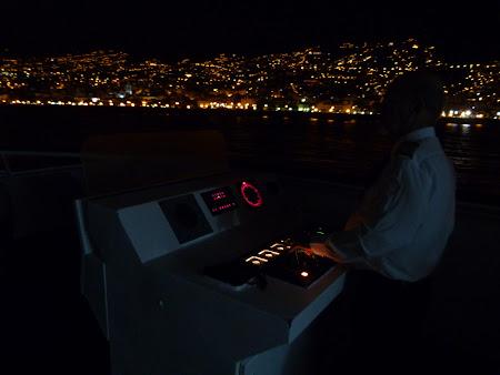 Ferry Madeira - Porto Santo: capitanul manevrand la intrarea in port
