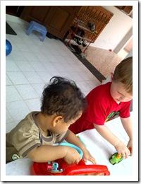 main dengan anak lain
