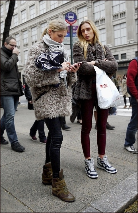 w blonds gray lamb fur jacket black leggings grey scarf dark grey fur jacket knit sleeves burgundy leggings ol