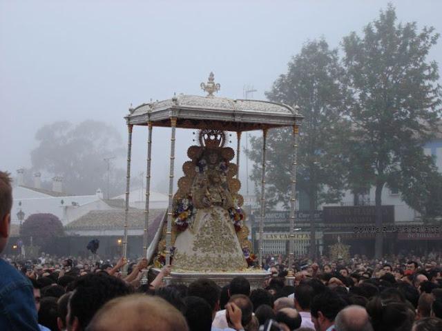 Rocio 2009. La Virgen en la Plaza del Real.