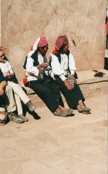 Lacul Titicaca: Barbati care croseteaza