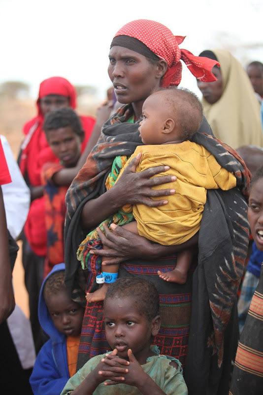 Women and children waiting to enter Dadaab camp