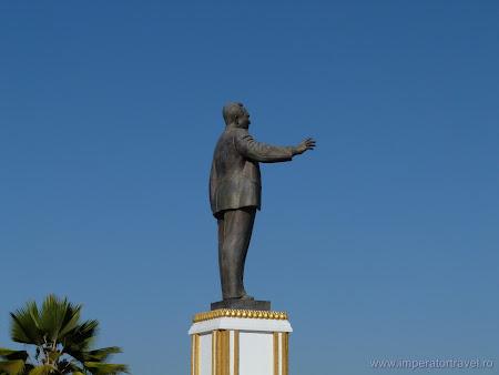 23. statuie Kaysone Phomvihane.JPG
