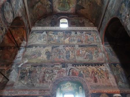 03. Interior biserica Curtea de Arges.JPG