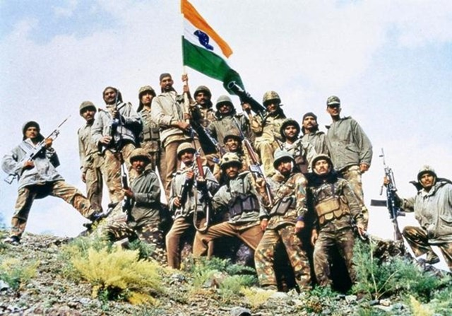 Victorious Indian Army in Kargil, after defeating the intruding Pakistan Army