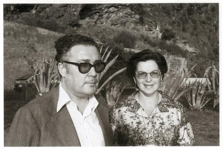 Juan Antonio Padron Albornoz junto a su mujer, Gladys. Foto del libro del texto.jpg