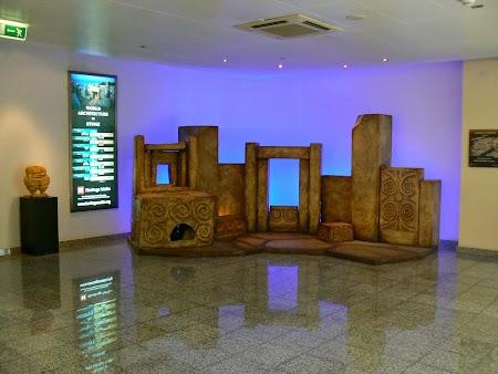 02. Temple megalitice pe aeroportul din Malta.JPG