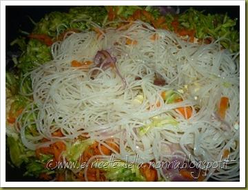 Spaghetti di riso con uova, verdure e peperoncino (6)