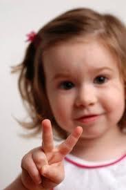 b06e0d4ea30 Το μωρό τώρα μπαίνει στο 2ο έτος ζωής και γίνεται ένα μικρό παιδί που  μπορεί να σέρνεται πολύ ζωηρά, να περπατά και να μιλάει. Τα επόμενα χρόνια  της ζωής ...