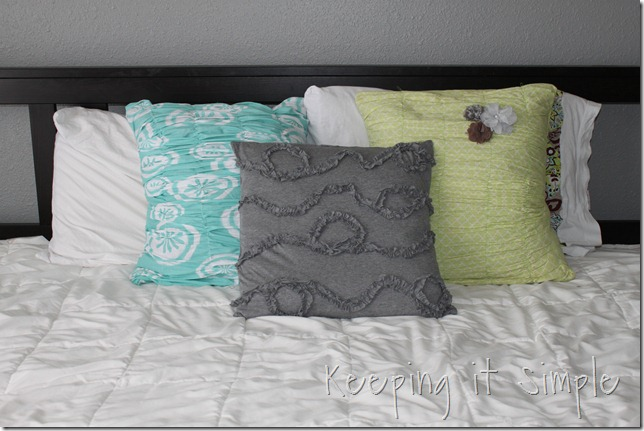 knit ruffle pillow (1)